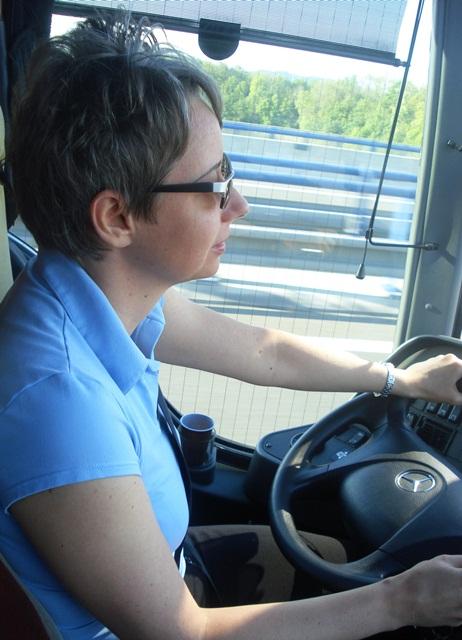 03 kobieta za kierownicą