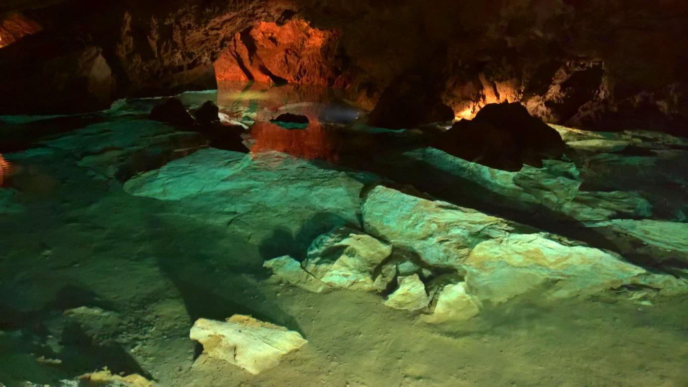 Bozkowskie dolomitowe jaskinie